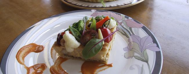 太陽の恵みたっぷり!彩野菜と完熟アボガドとカジキのキッシュタルト