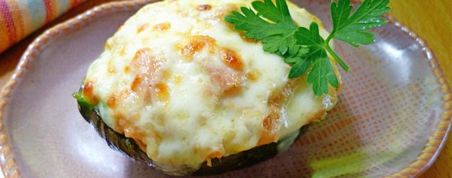 アボカドのツナ味噌チーズ焼き