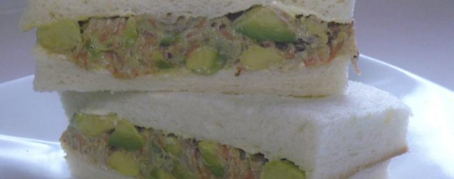たっぷりアボカドのサンドイッチ