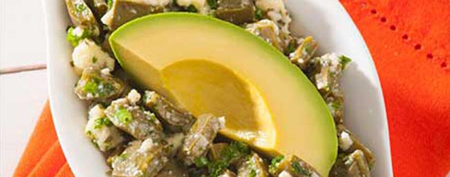 サボテンとアボカドのサラダ