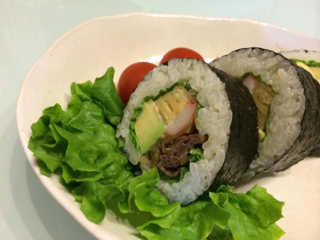 焼肉とアボガドの巻き寿司