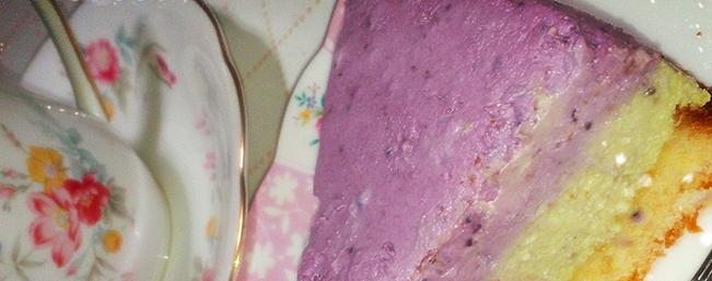 ベリーとアボカドのレアチーズケーキ