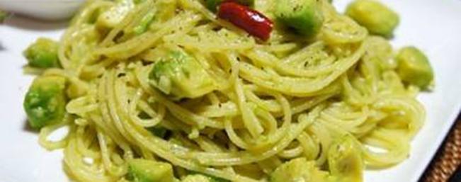 アボカド塩麹のペペロンチーノ