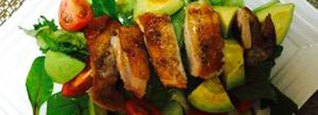 鶏肉とアボカドのサラダ
