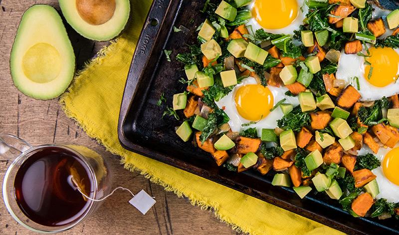 アボカドと野菜のオーブン焼き(目玉焼きを添えて)