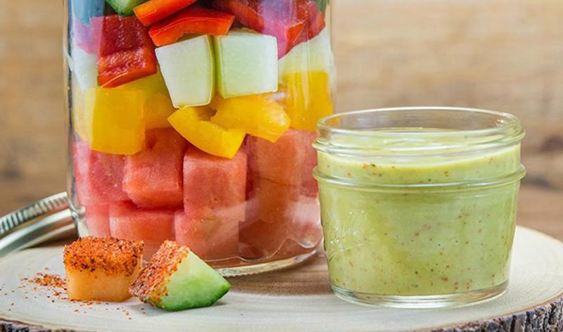 フルーツと野菜のカラフルサラダ アボカドハニービネグレットソース